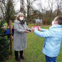 Kindergartenleiterin Mona Metschke-Ernst und SPD-Vorsitzende Erika Krauß